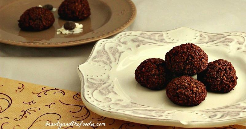 Paleo Coconut Chewy Brownie Bites / beautyandthefoodei.com