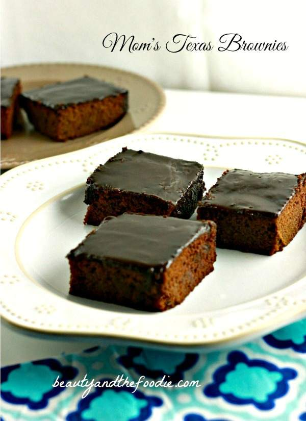 Frosted Texas Sheet Cake Brownies, paleo and low carb version / beautyandthefoodie.com
