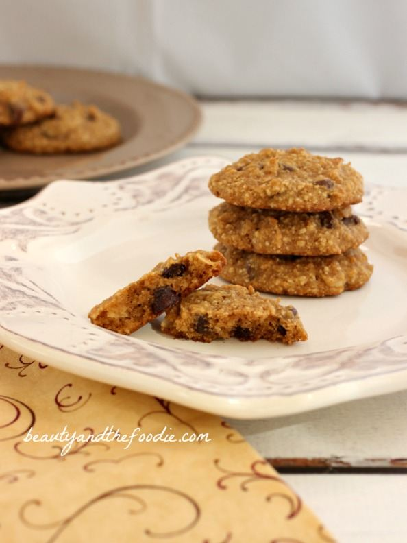 Paleo Chocolate Chip Coconut Cashew Cookies, grain free and low carb version / beautyandthefoodie.com