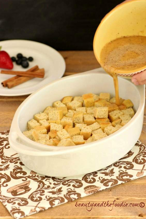 Vanilla cinnamon french toast casserole. paleo and low carb. beautyandthefoodie.com