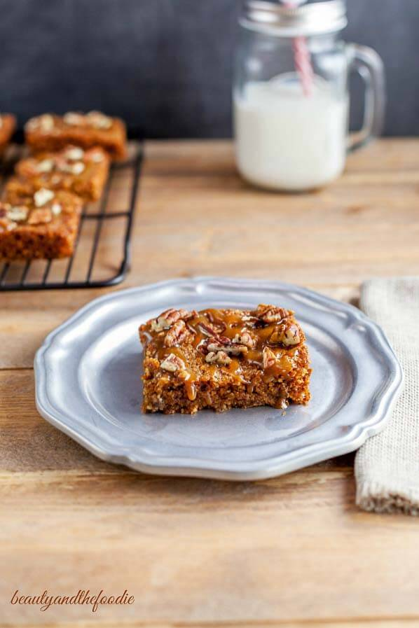 Paleo Turtle Blondies- Grain free, low carb chocolate chip blondie bars with caramel and pecans.