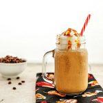Vanilla Caramel Frappuccino- Variaciones bajas en carbohidratos y paleo. Una bebida de café delicioso, frío, con sabor!