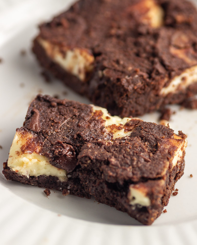 Keto Chocolate Chip Cheesecake Brownies - Low Carb & Gluten-Free